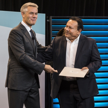 Grupo México Senior Technical Advisor, Enrique Sanchez, celebrates the company's Shaping Smart Change honor with Hexagon President and CEO, Ola Rollén at HxGN LIVE in Anaheim, California.